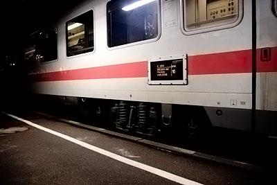 Ein Zug im Bahnhof Mühlacker