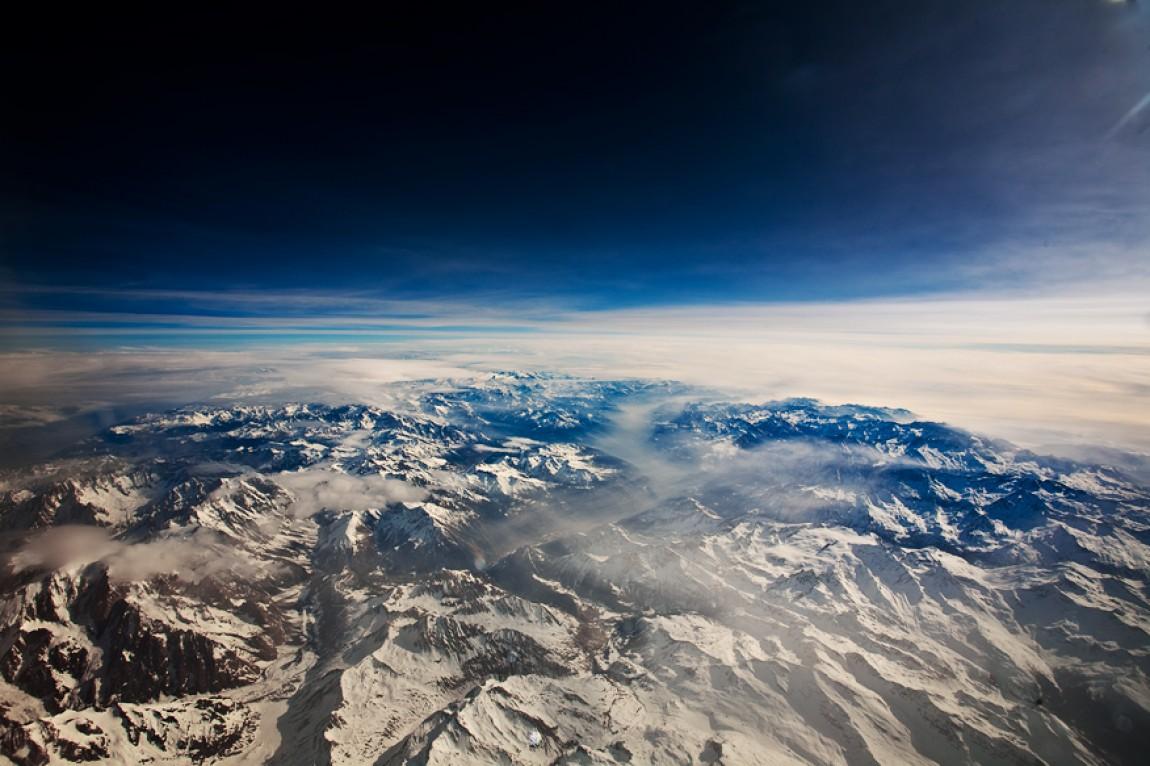 Über den Wolken – Flug / Alpen