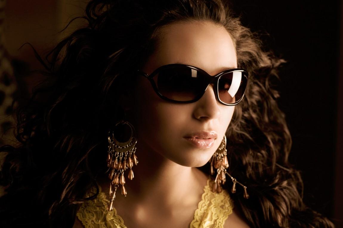 Sunglass Dressed Face 2007 – Daria Rybalov
